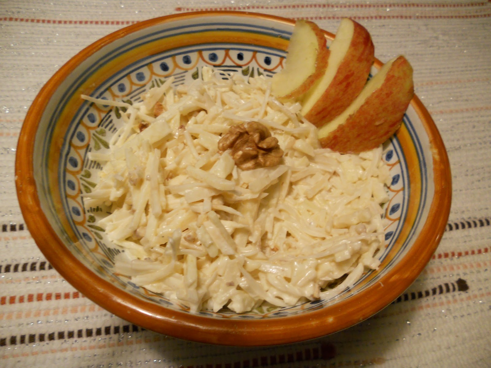 waldorf salad in ciotola