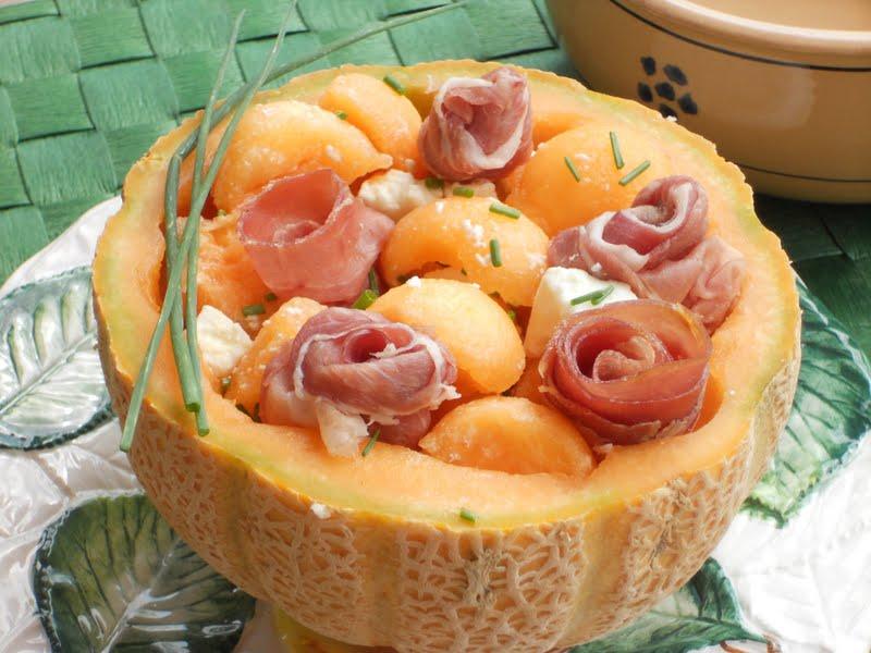 insalata di melone e prosciutto crudo per post la parla del giorno