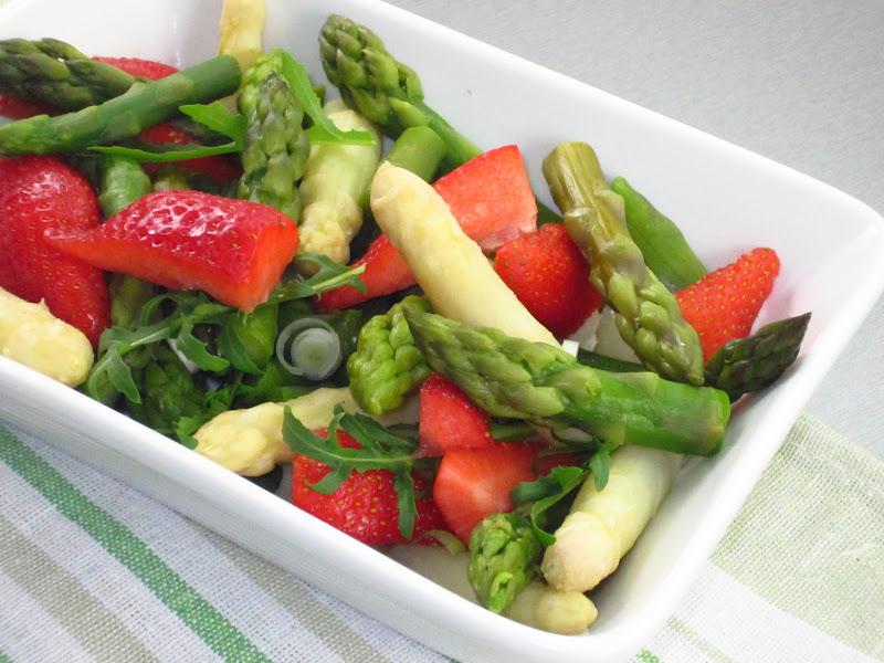 insalata di asparagi e fragole