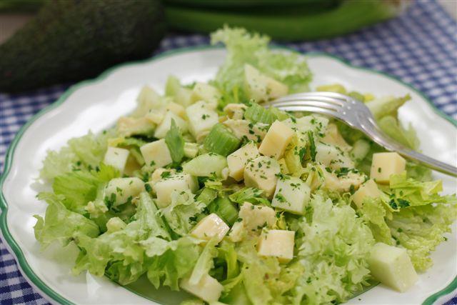 insalata con avocado e formaggio