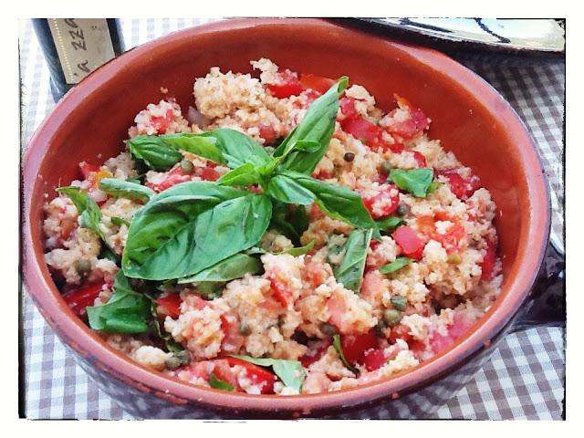 panzanella toscana in tegame di coccio