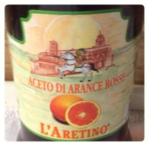 etichetta dell'aceto di arance rosse