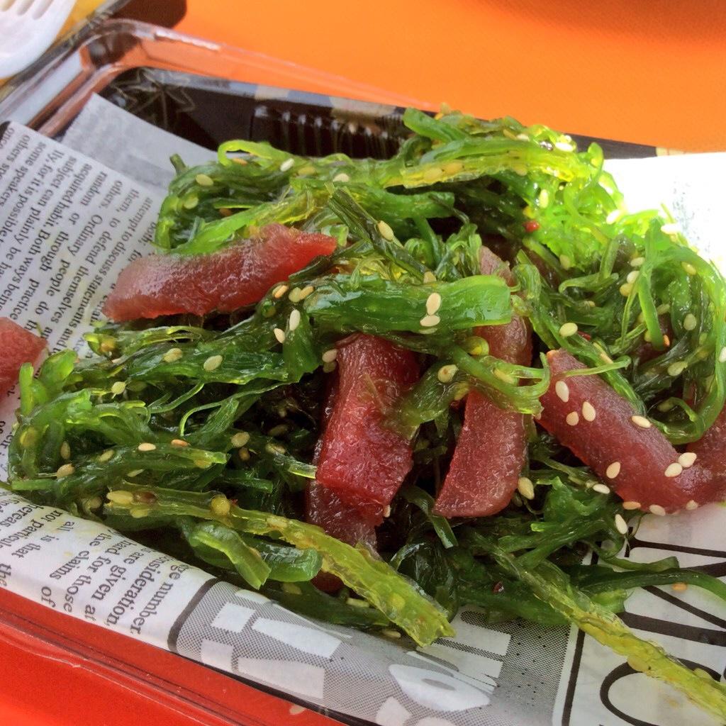 Foto di insalata di alghe wakame e tonno