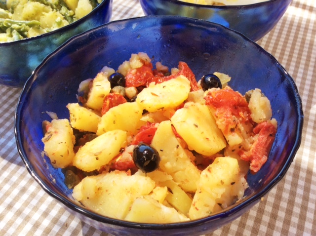 Insalata di patate con olive e pomodori secchi