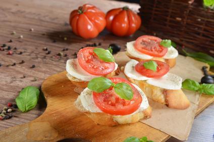 Bruschette di insalata caprese