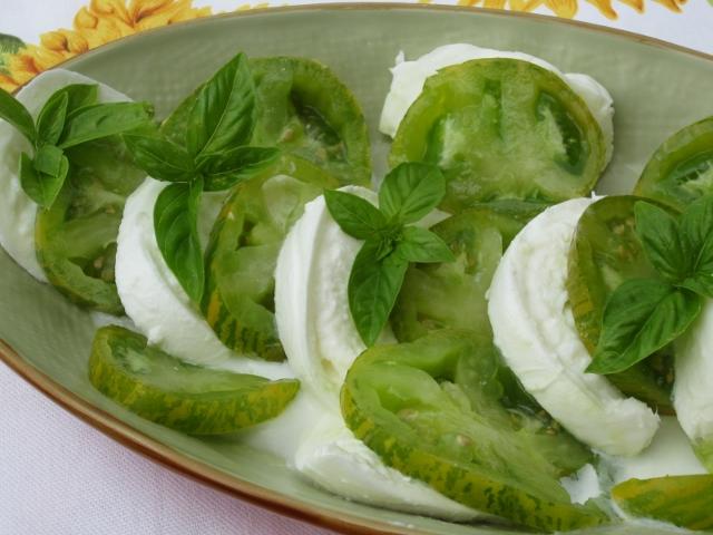 insalata caprese con pomodori verdi green zebra