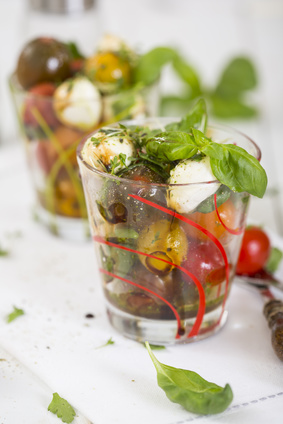 insalata caprese in bicchiere