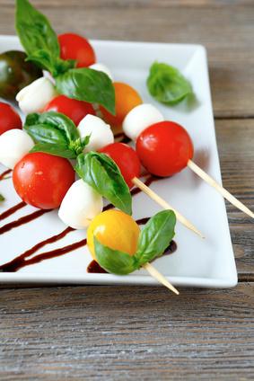 spiedini di mozzarella e pomodorini