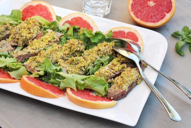 insalata di carne con fette di pompelmo