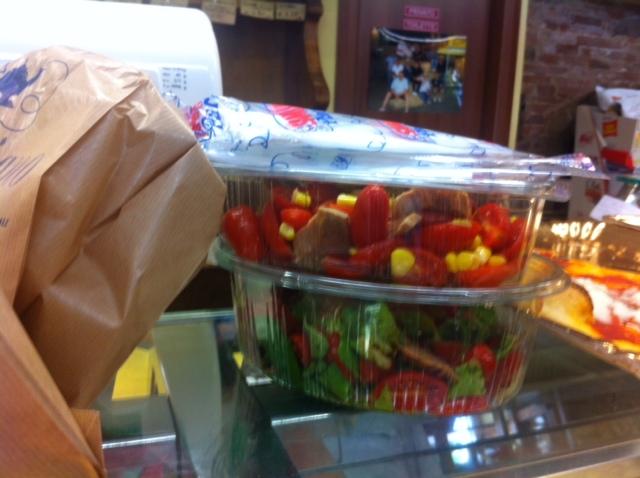 vaschette di insalata per la pausa pranzo