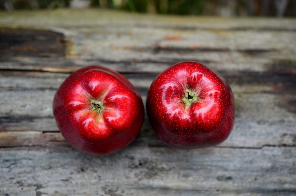 2 mele rosse