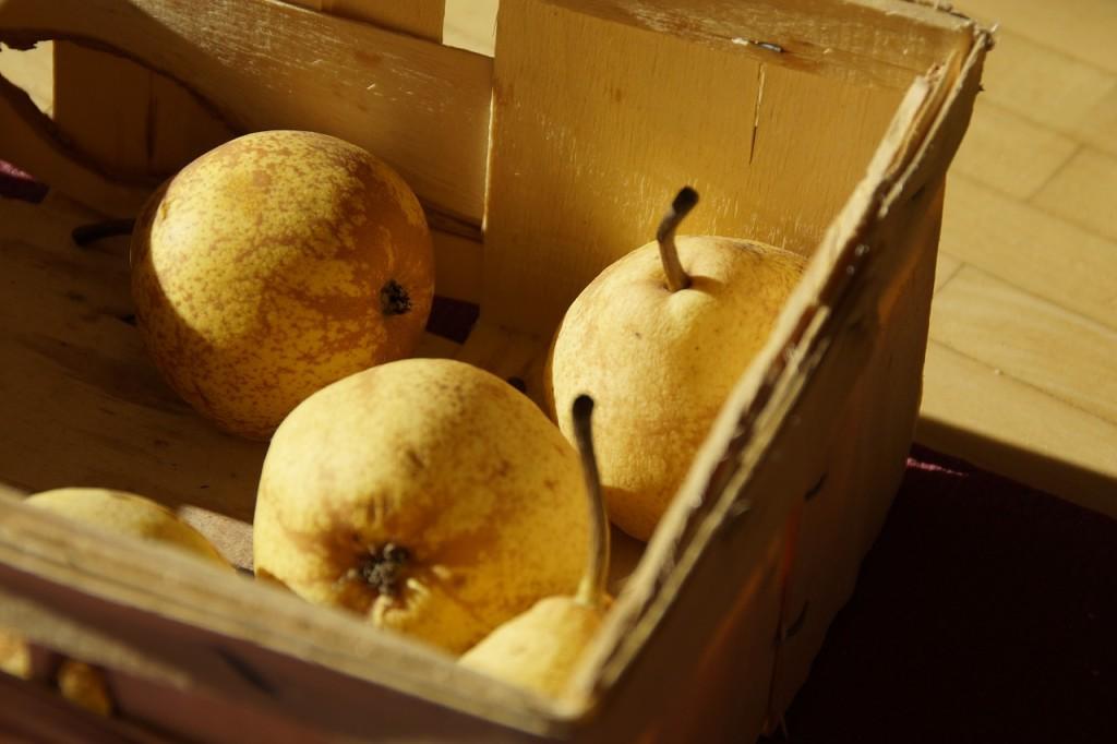 tre pere in cassetta di legno