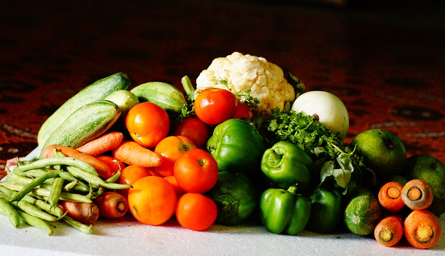 verdura su tavolo