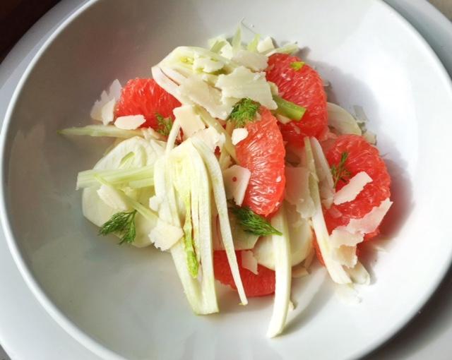 insalata senza lattuga con pompelmo rosa e finocchio