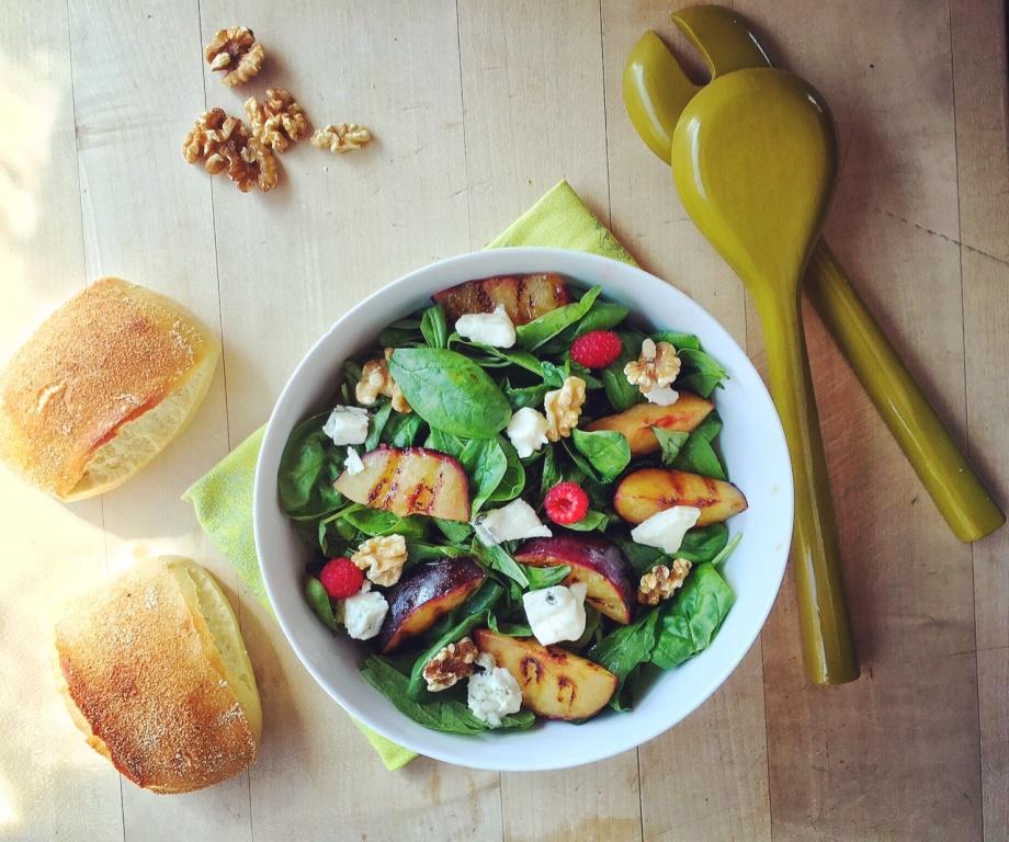 insalata di fine estate con frutta