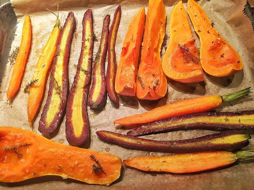 vassoio di verdure cotte per Halloween (zucca e carote)