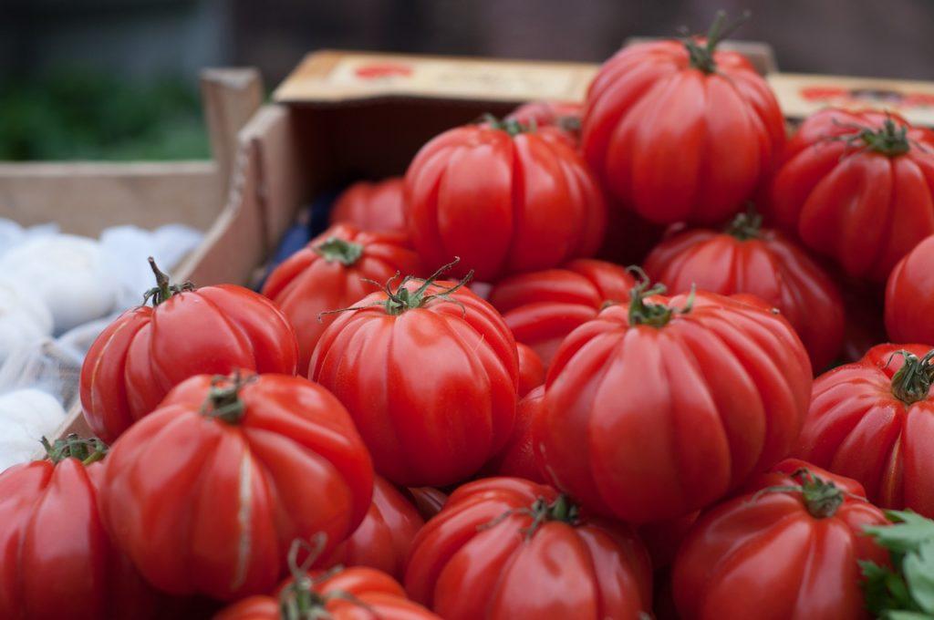 Pomodori: mai in frigorifero , meglio in una cassetta