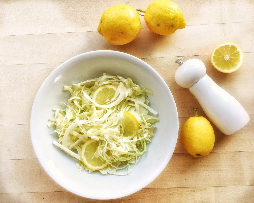 insalata velocissima di cavolo con limone