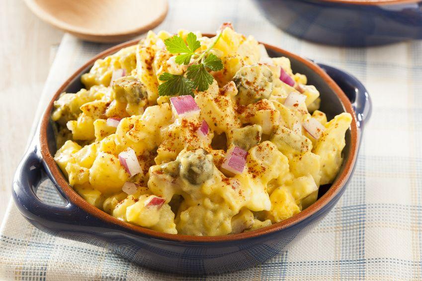 Insalata di patate gialla con cetriolini e cipolla di Tropea