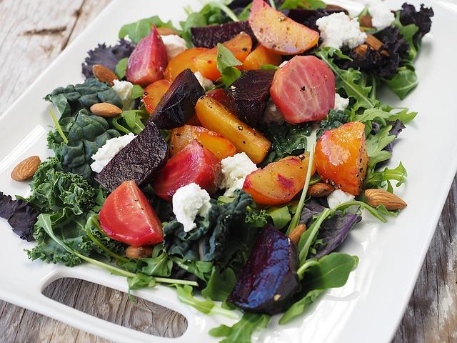 un piatto d'insalata per chi ha buoni propositi alimentari