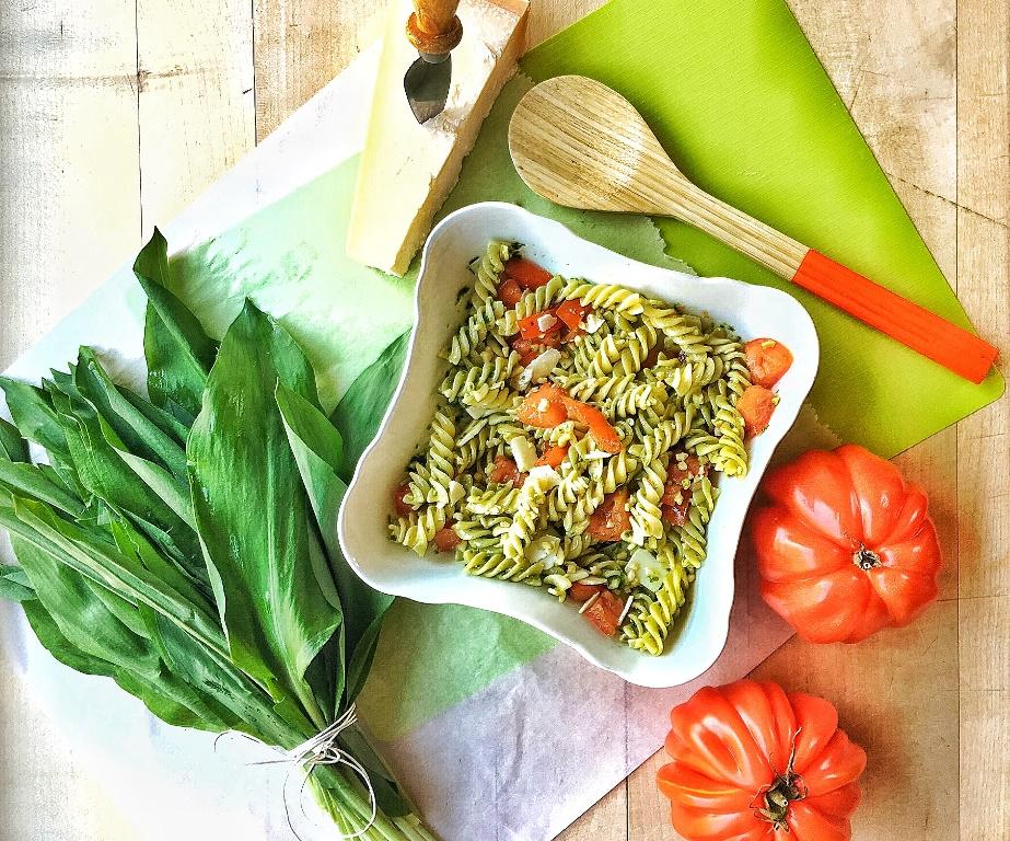 insalata di pasta al pesto di aglio orsino